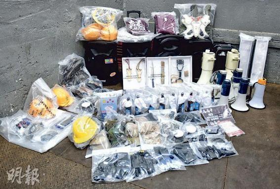 警方在现场查获证物(图片来源:香港《明报》)