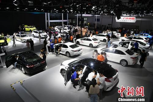 资料图:7月12日,第十六届中国(长春)国际汽车博览会开展。中新社记者 张瑶 摄