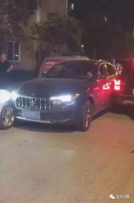 涉事玛莎拉蒂右前轮、左后轮均与其它车辆相撞。