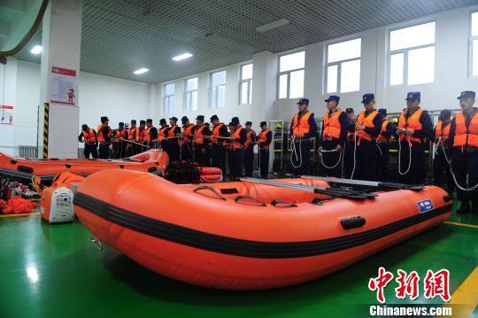 吉林省森林消防总队集结待命,随时准备投入救援。 刘栋 摄