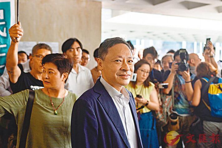 戴耀廷获保释(图片来源:文汇报)