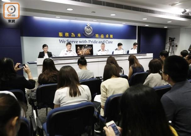 """香港警方今天下午举行记者会。(图源:香港""""东网"""")"""