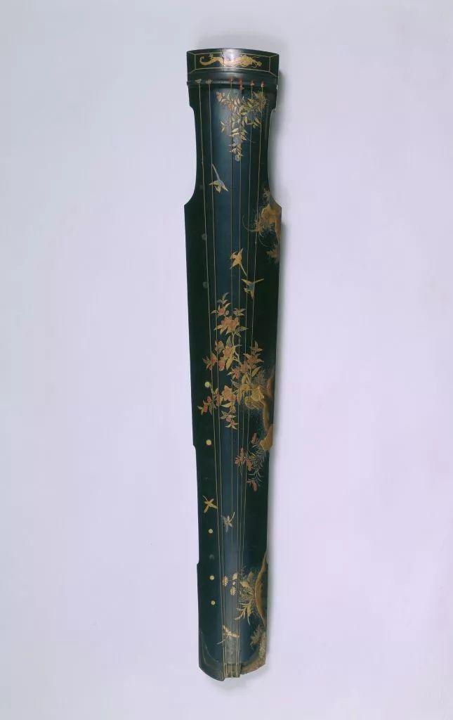 清宫旧藏金漆花鸟琴。故宫博物院官网截图