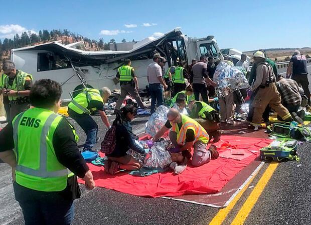 救护人员正在展开救援 图自:推特