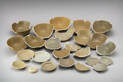 同时发掘的还有许多南宋瓷器(韩联社)