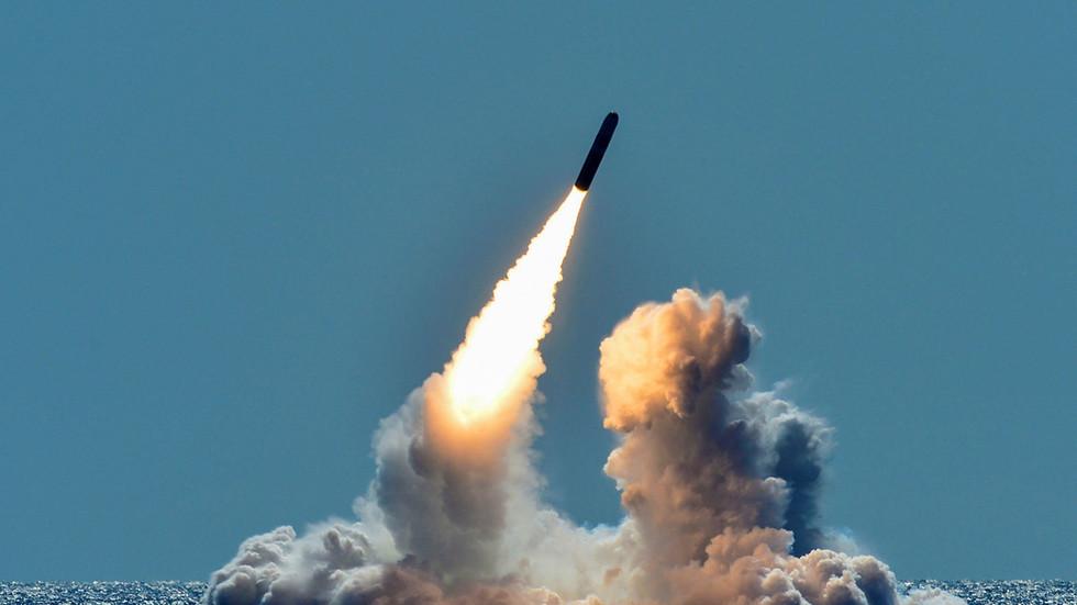 (三叉戟潜射核导弹2018年试射。图源:路透社)
