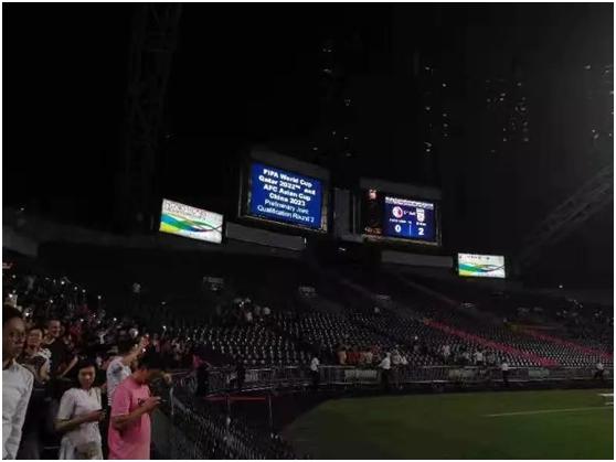 9月10日晚,中国香港队不敌伊朗队,以0:2的比分告负。(摄/黎巧毅)