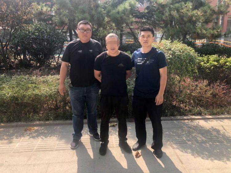 2019年10月2日10时30分左右,民警经过蹲点守候,成功将徐某抓获。