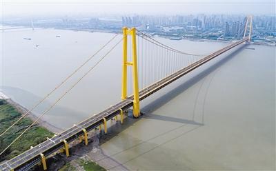 长江首座双层公路大桥通车 全长4.13公里