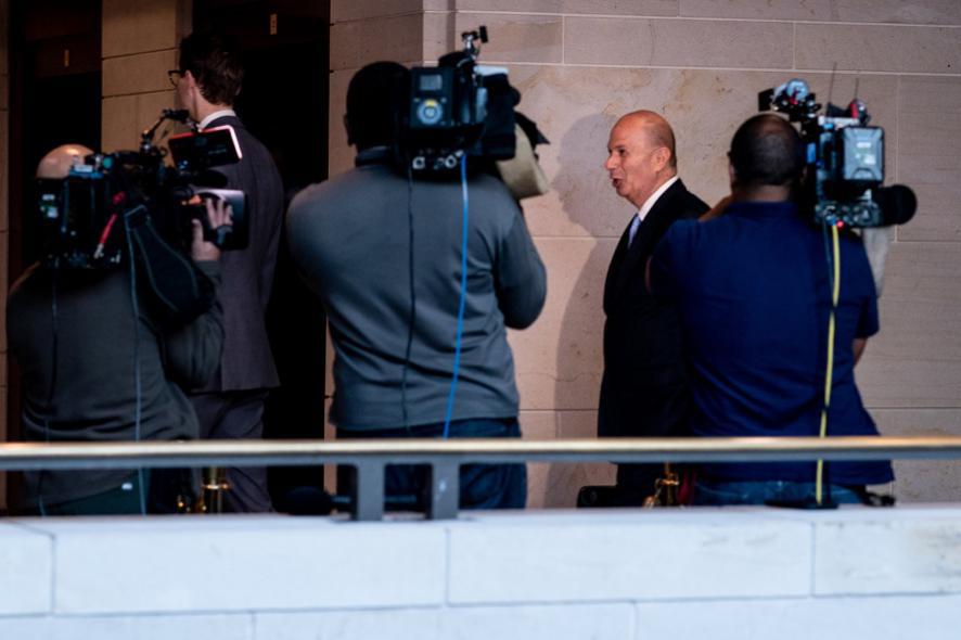 △美国驻欧盟大使戈登⋅桑德兰出席听证会。(来源:纽约时报)
