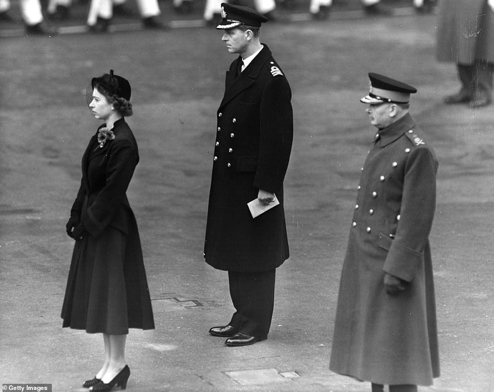 伊丽莎白二世此前参加纪念活动的画面。(每日邮报)