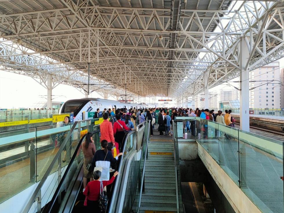 1月17日农历小年全国铁路预计发送旅客1200万人次。