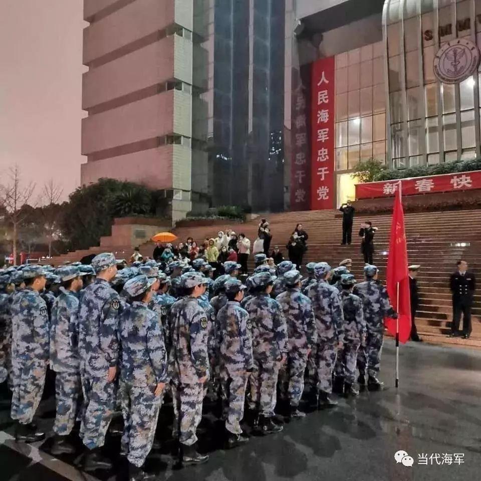 除夕夜的最美逆行,解放军出征武汉