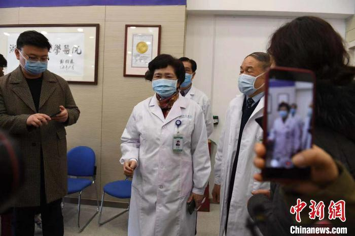"""李兰娟率队再征武汉:""""希望把危重症病人救回来"""""""