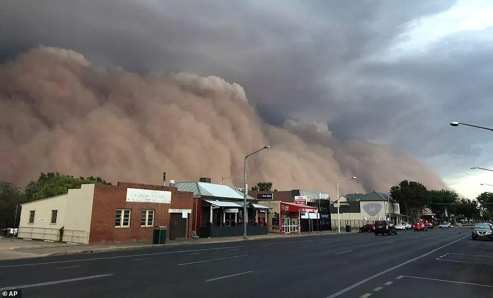 Dubbo遭遇一场大风引起的海啸。