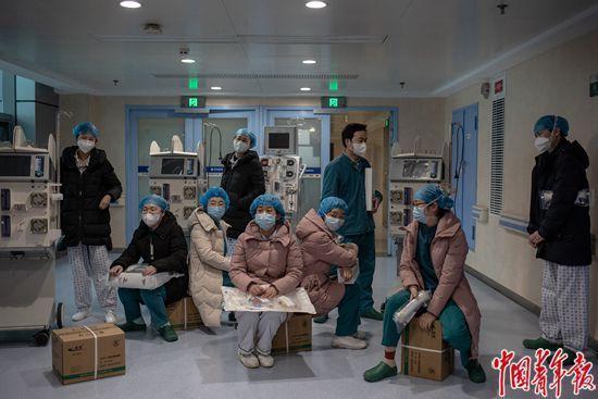 """icu专科护理特色_ICU病房里的""""阻击战"""":武汉血液透析专科护士紧缺"""