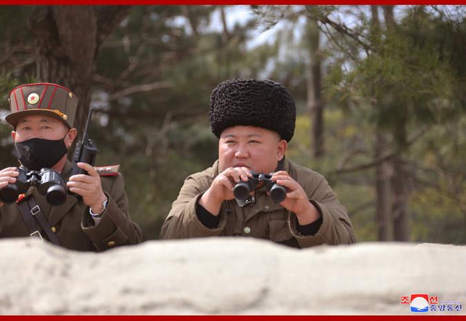 """金正恩指导远程炮兵部队火力打击训练,称赞""""非常完美""""!"""