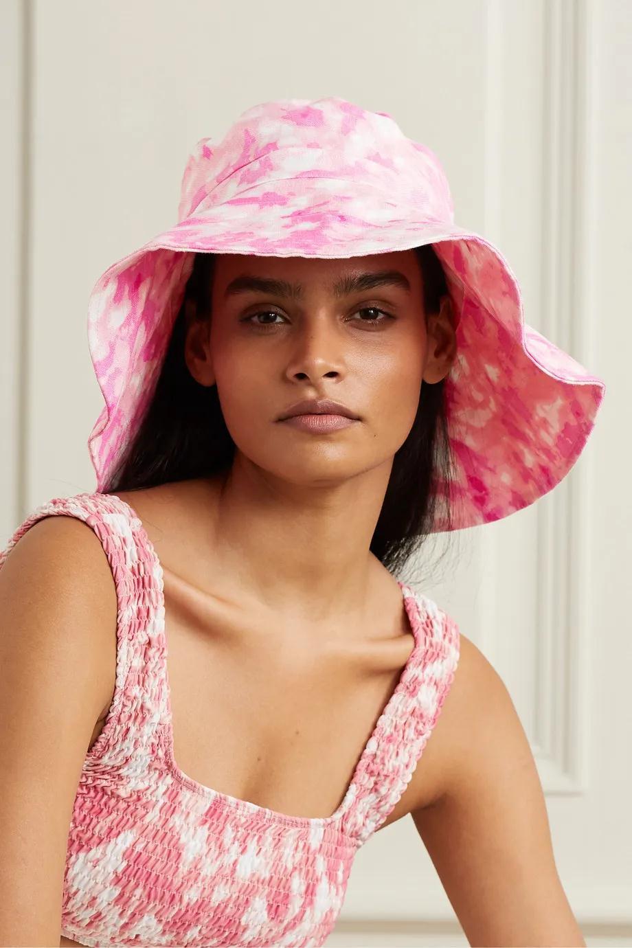 谁人时髦的戴帽子女孩
