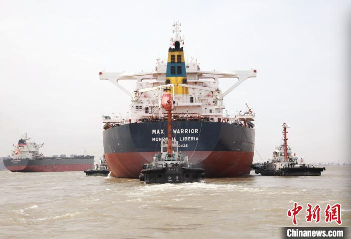 300米长巨轮全船断电失控 引航员果断处置成功脱险