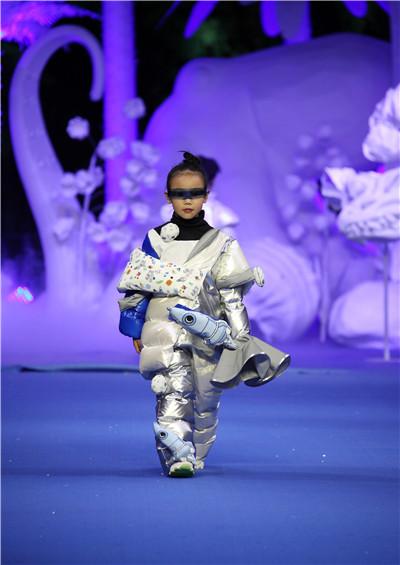 寰:常州纺织服装职业技术学院毕业生作品 精彩亮相2020中国国际大学生时装周