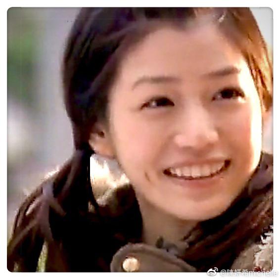 陈妍希庆祝后援会成立13周年 晒旧照满脸胶原蛋白